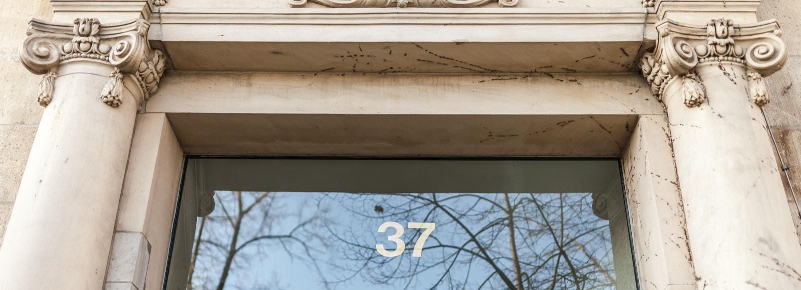 Außenansicht des Gebäudes der Kanzlei RÜBER Rechtsanwälte in Köln