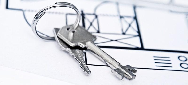 Schlüssel und Grundriss einer Immobilie